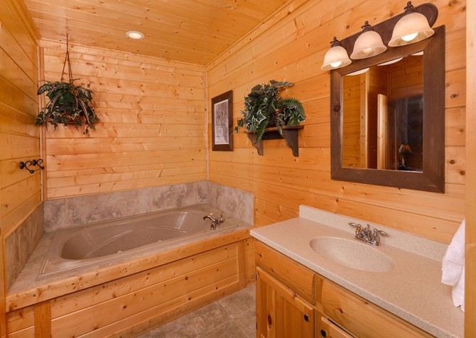 pigeon forge - legacy views and a theater - bathroom