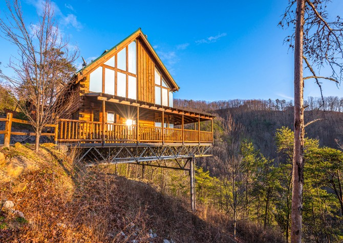 Sevierville - Like A Comet - Exterior & View