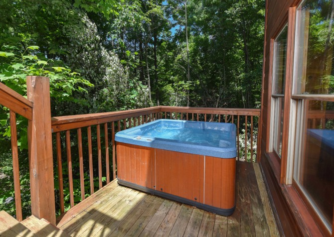 Pigeon Forge - Little Bear Lodge - Hot Tub