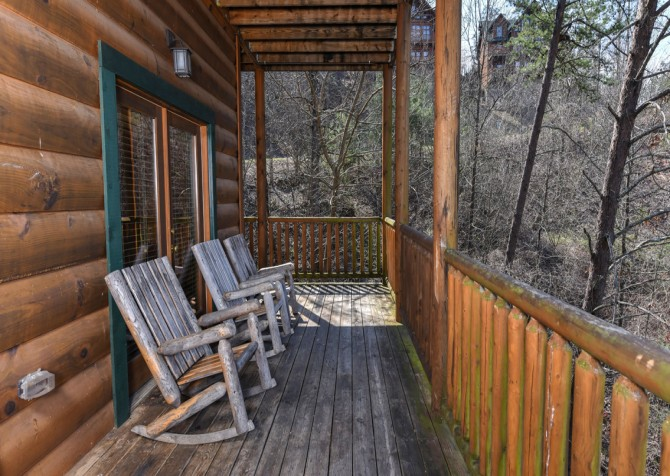 Pigeon Forge - Loose Moose - Covered Deck