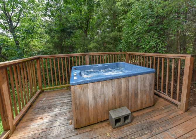 Pigeon Forge Cabin - Lorin Aleah - Hot Tub