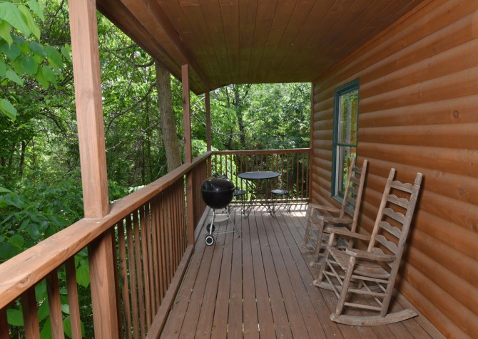 Pigeon Forge Cabin - Lorin Aleah - Covered Deck