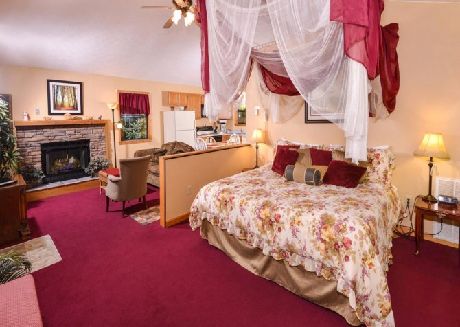 Gatlingburg - Lorin Aleah - bedroom