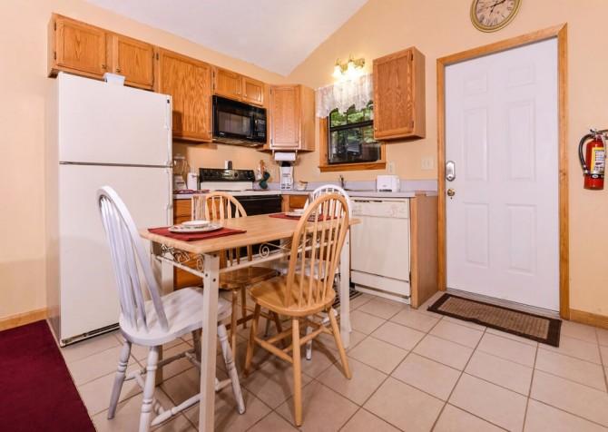 Gatlingburg - Lorin Aleah - kitchen