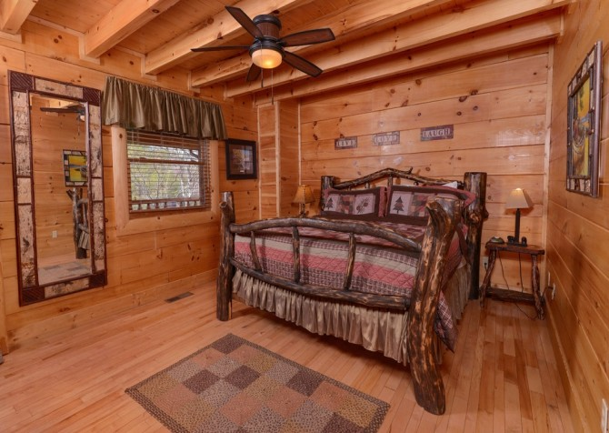 Pigeon Forge - Lucky Enough - bedroom