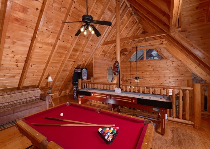 Pigeon Forge - Lucky Enough - gameroom