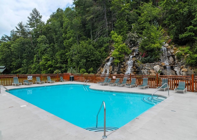 Pigeon Forge - Lucky Enough - pool
