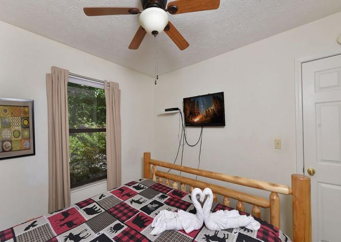 Magnolia Bearadise - Bedroom