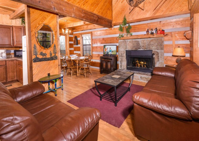 Pigeon Forge - Making Memories - living room