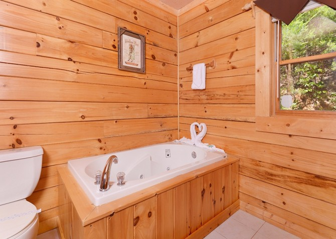 Pigeon Forge - Mountain Breeze - bathroom