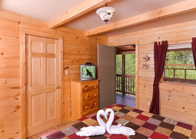 Pigeon Forge - Mountain Breeze - bedroom