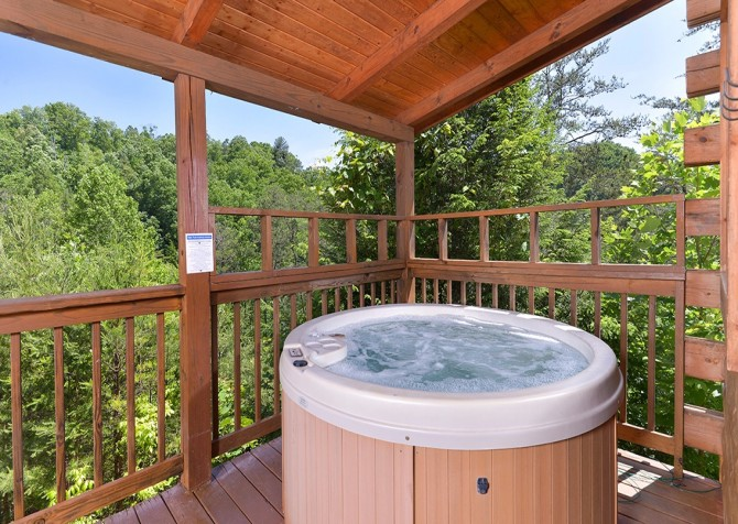 Pigeon Forge - Mountain Breeze - hot tub