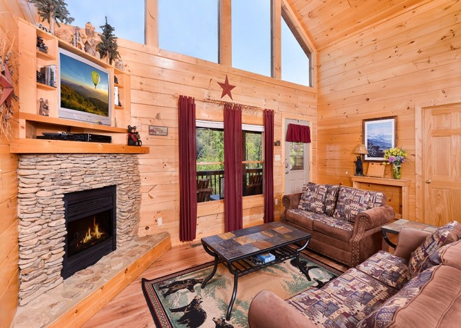Pigeon Forge - Mountain Breeze - living room