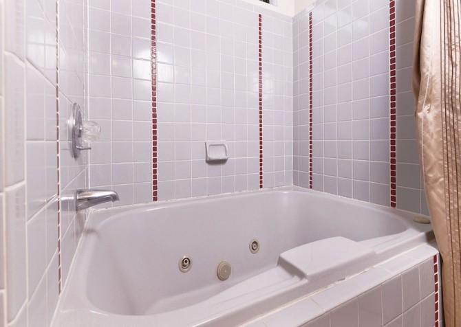 Pigeon Forge - Mountain Getaway- Bathroom