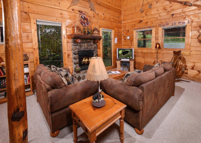 Pigeon- Forge - Mountain Magic- living room