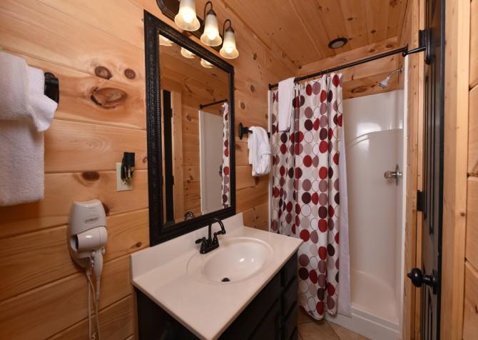 Pigeon Forge Cabin- Mountain Romance – Bathroom