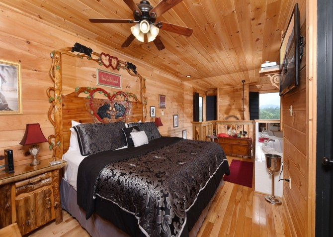 Pigeon Forge Cabin- Mountain Romance – Bedroom