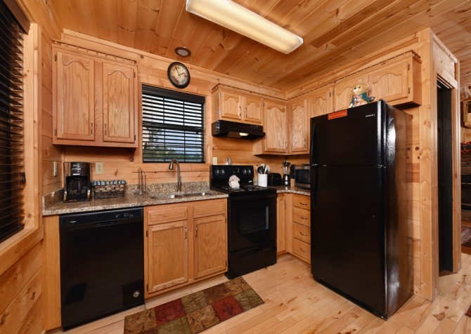 Pigeon Forge Cabin- Mountain Romance – Kitchen