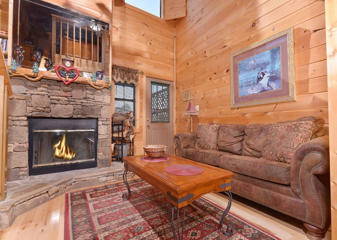 Pigeon Forge - Mountain Romance - living room