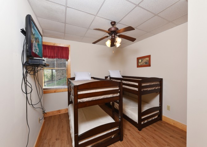 Pigeon Forge - Mountain Time - bedroom