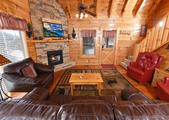 Pigeon Forge - Mountain Time - living room