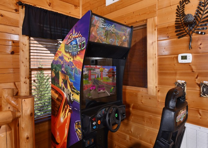 pigeon-forge-cabin-mountaintop-lookout-rec-room