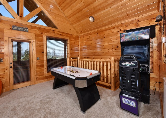 Pigeon Forge Cabin Mountaintop Lookout Rec Room