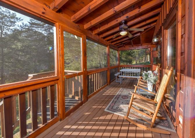 Pigeon Forge Cabin - Owlpine Lodge - Screened Deck