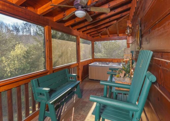 Pigeon Forge Cabin - Owlpine Lodge - Hot Tub