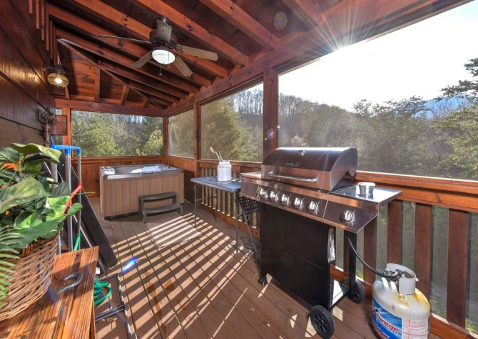 Pigeon Forge Cabin - Owlpine Lodge - Grill/Hot Tub