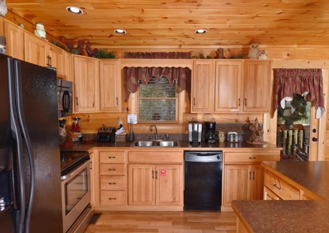 Pigeon Forge Cabin - Owlpine Lodge - Kitchen