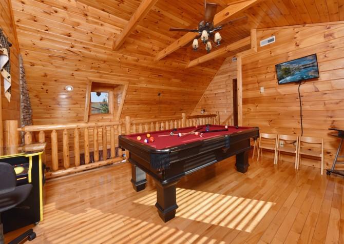 Pigeon Forge Cabin - Owlpine Lodge - Rec Room
