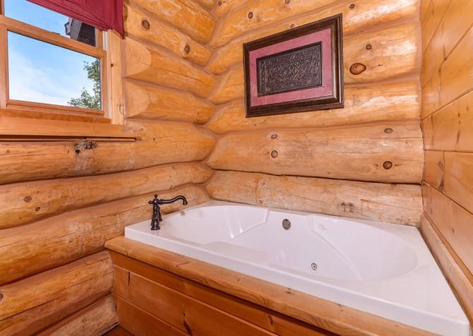 pigeon forge cabin – paul bunyans treehouse – bathroom
