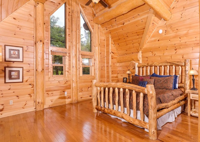 Pigeon Forge Cabin – Paul Bunyan's Treehouse – Bedroom Three