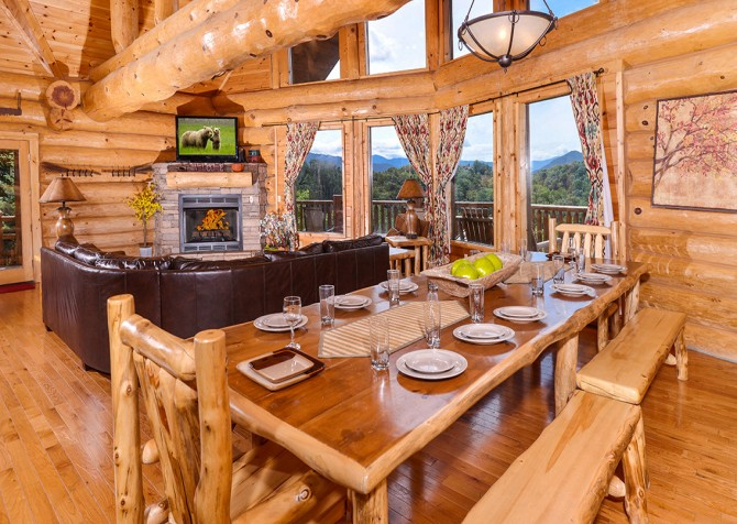 Pigeon Forge Cabin – Paul Bunyan's Treehouse – Dining