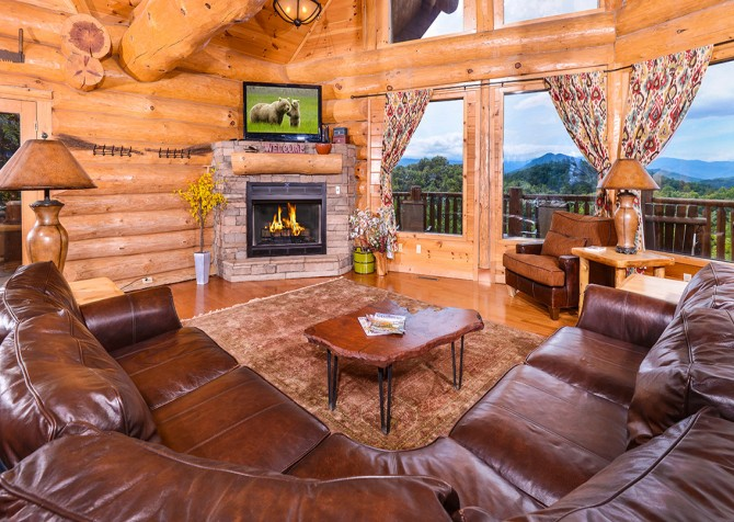 Pigeon Forge Cabin – Paul Bunyan's Treehouse – Living Room TV