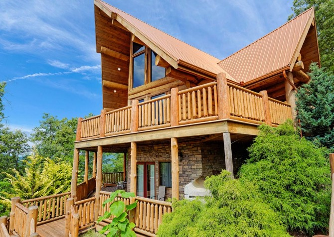 Pigeon Forge Cabin – Paul Bunyan's Treehouse – Exterior Front Decks
