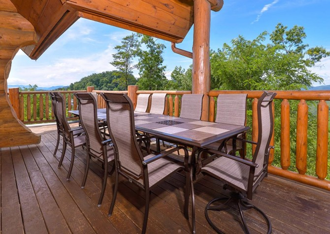 Pigeon Forge Cabin – Paul Bunyan's Treehouse – Outdoor Dining