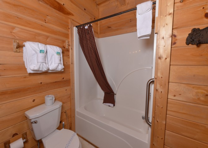 Pigeon Forge - Pioneer Place - Bathroom