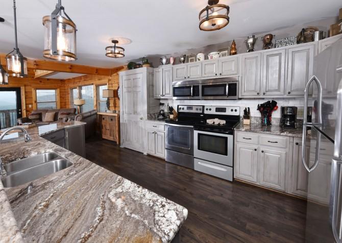 Pigeon Forge Cabin - Plimpton Lodge - Kitchen