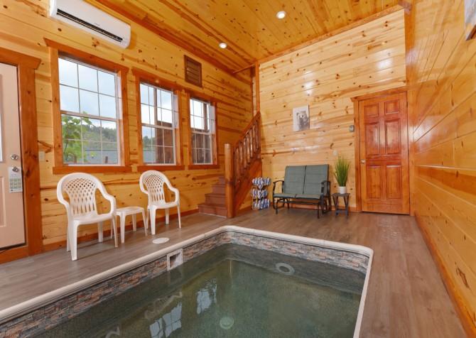Pigeon Forge - Savannah Splash - Indoor Pool