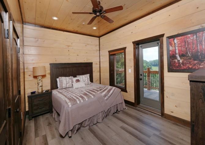 Pigeon Forge Cabin - Scenic Solitude Retreat - Bedroom