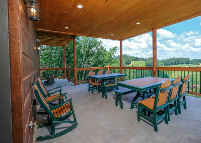 Pigeon Forge Cabin - Scenic Solitude Retreat - Deck Dining