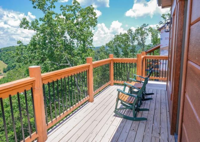 Pigeon Forge Cabin - Scenic Solitude Retreat - Open Deck/View