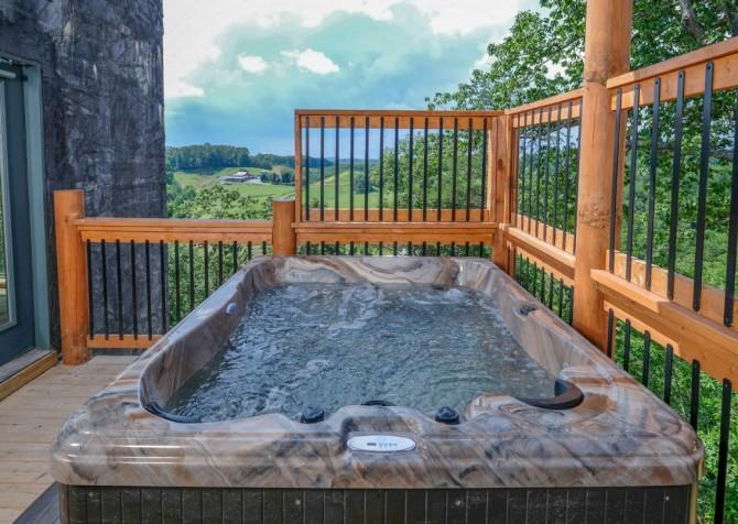 Pigeon Forge Cabin - Scenic Solitude Retreat - Hot Tub