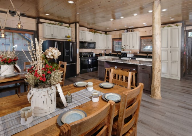 Pigeon Forge Cabin - Scenic Solitude Retreat - Dining Room