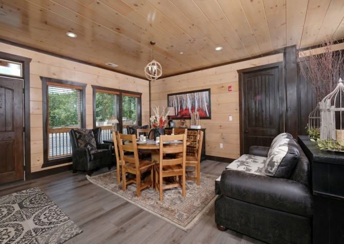 Pigeon Forge Cabin - Scenic Solitude Retreat - Living Room