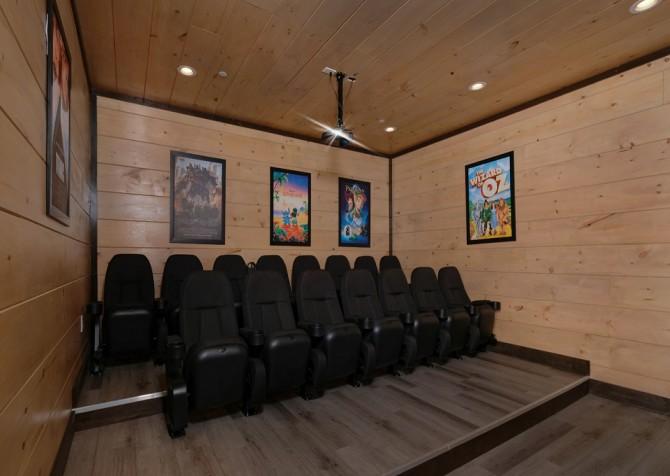 Pigeon Forge Cabin - Scenic Solitude Retreat - Theater Room