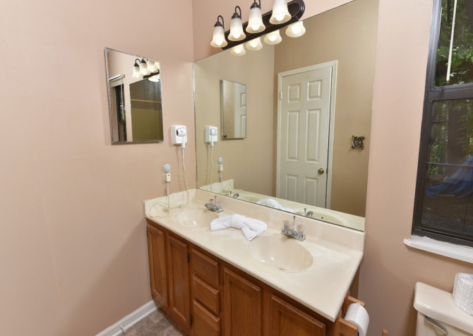 Pigeon Forge Cabin - Serenity - Bathroom