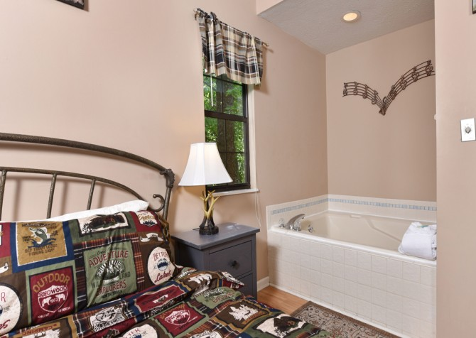 Pigeon Forge Cabin - Serenity - Bedroom